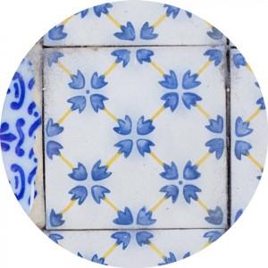 azulejos azuis na parede de uma casa em olinda