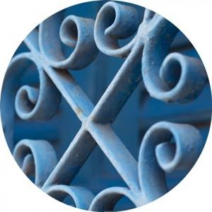gradil azul fotografado em Olinda