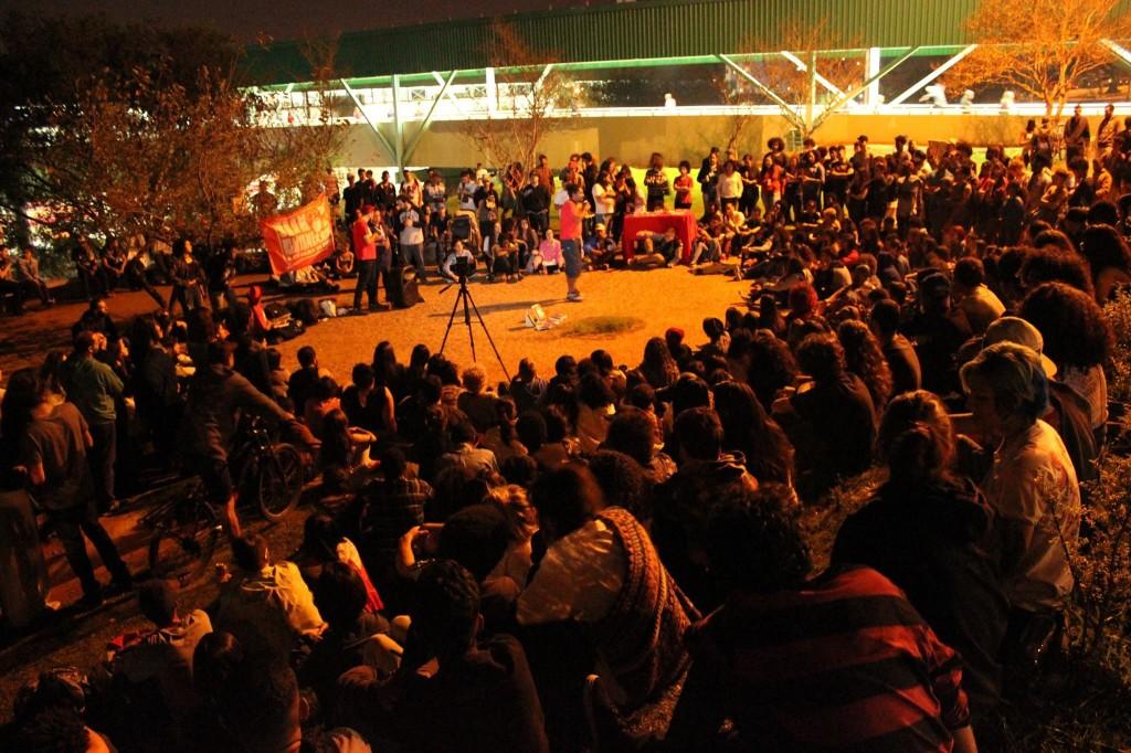 O direito ao transporte é o direito à frequentar espaços de cultura - Foto por Rodrigo Motta, via facebook do Slam da Guilhermina