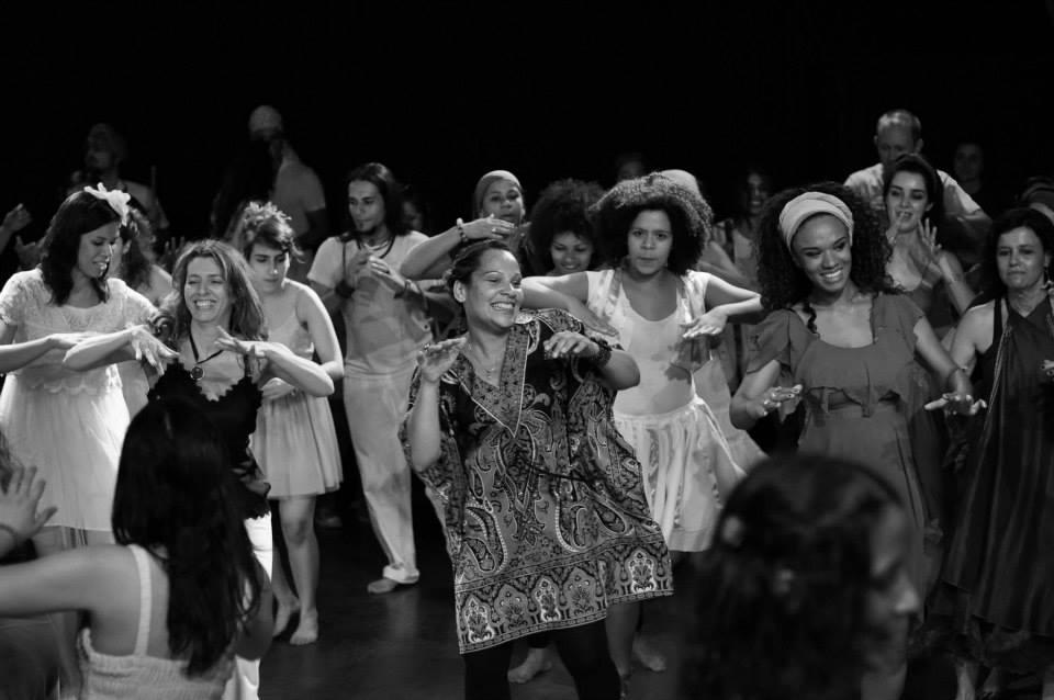 pessoas dançando no instituto brincante