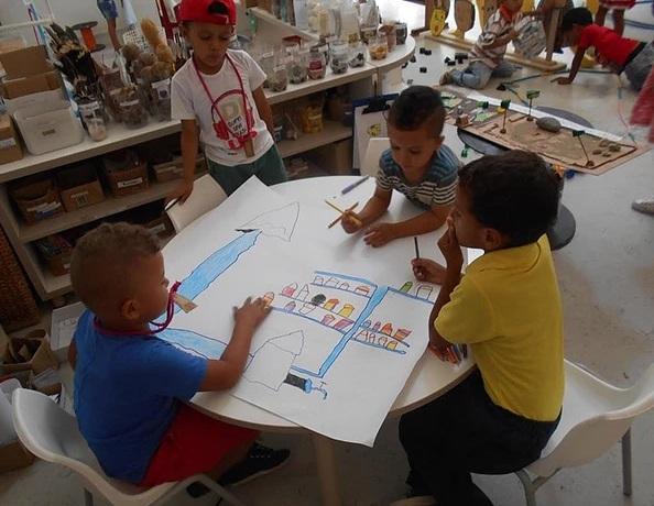 crianças planejam como limpar o rio no pale