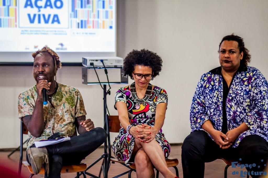 três palestrantes em fileira