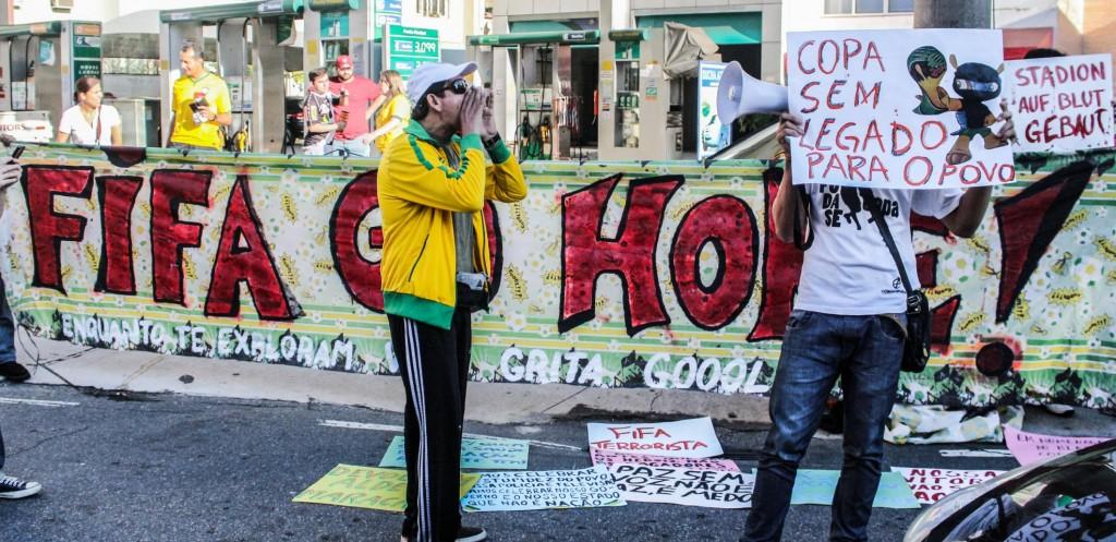 manifestantes protestam contra legado da copa