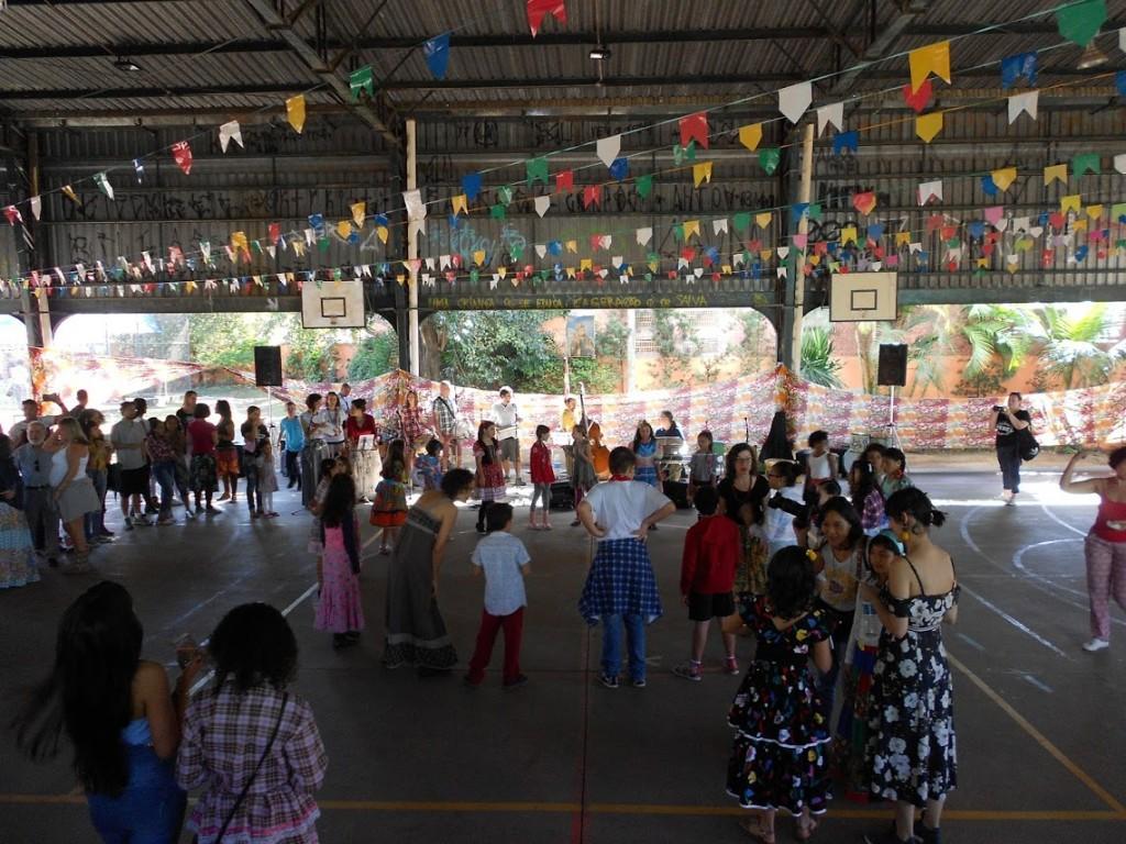 festa junina dentro da escola