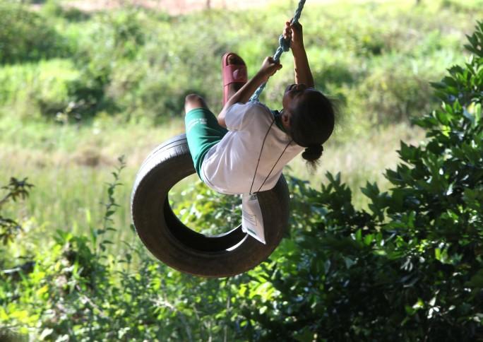 Por que brincar na natureza favorece a consciência ambiental?