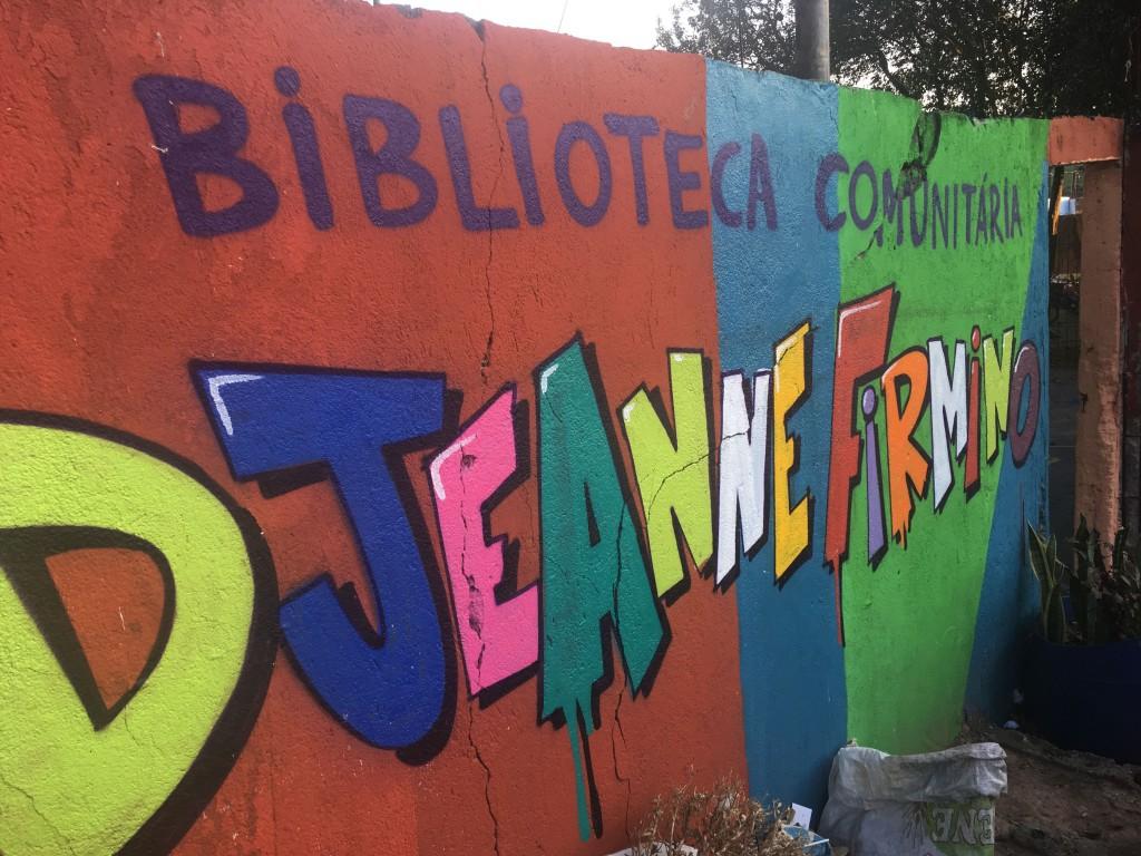 muro colorido da biblioteca djeanne firmino