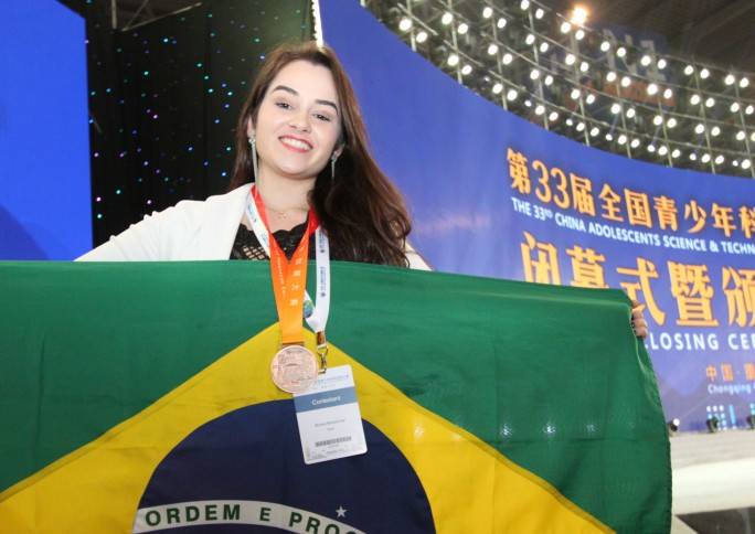 Pesquisadora ganha medalha de bronze em Feira de Ciências na China