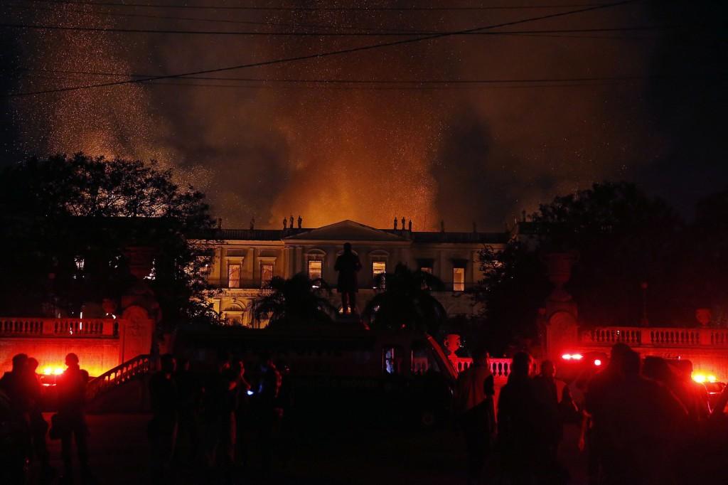 incêndio consome museu nacional