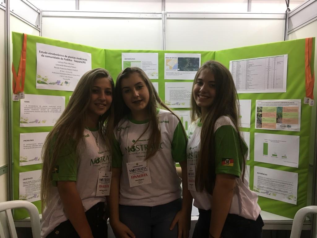 garotas do projeto de mapeamento botânico na mostratec 2018