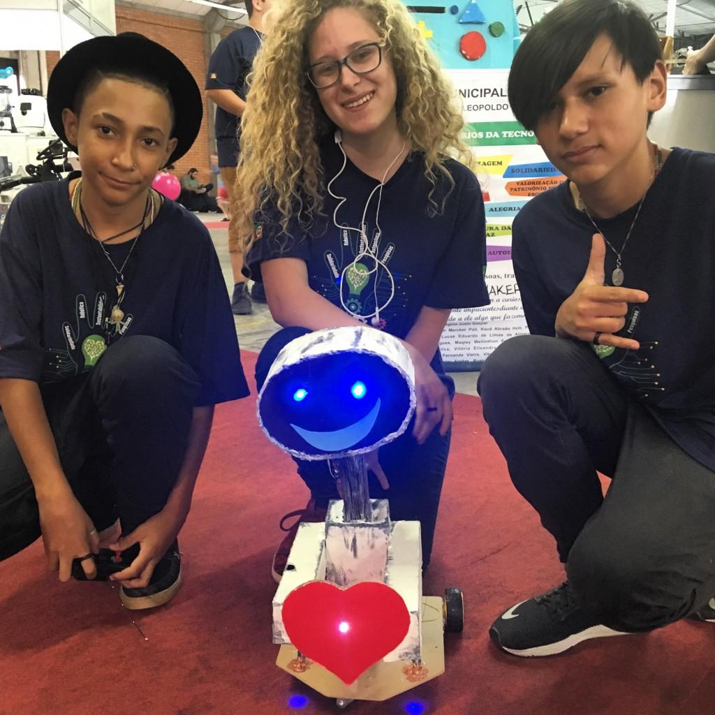 jovens mostram robótica maker na mostratec 2018