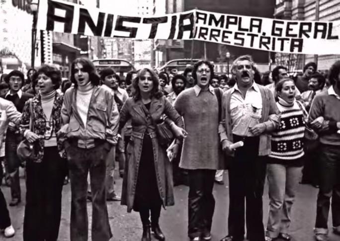 Como eram a participação social e as lutas identitárias na ditadura militar