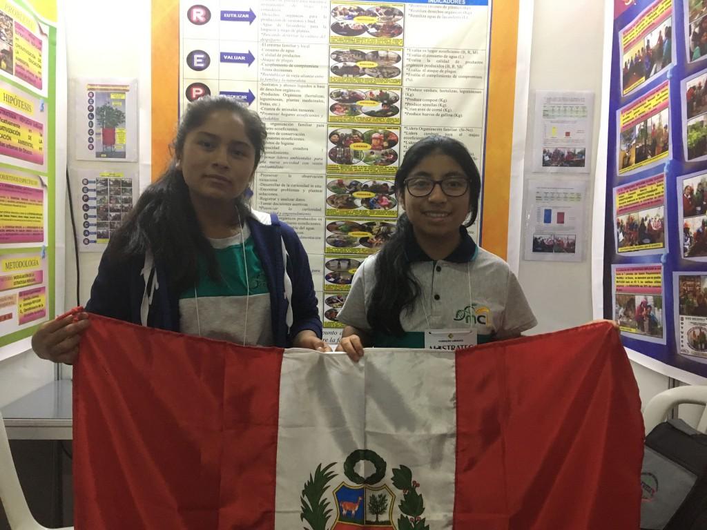 jovens estudantes peruanas com o projeto replicar na mostratec 2018