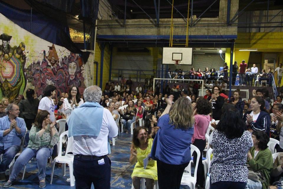 pessoas assistem a abertura do seminário heliópolis