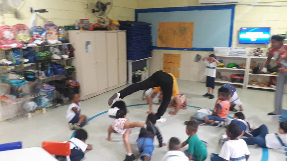 luiz rufino ensinando capoeira