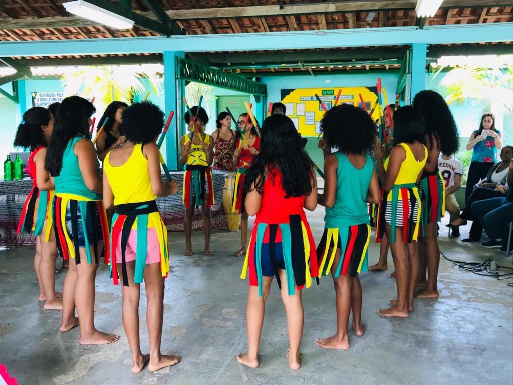 Apresentação de danças e ritmos africanos e quilombolas
