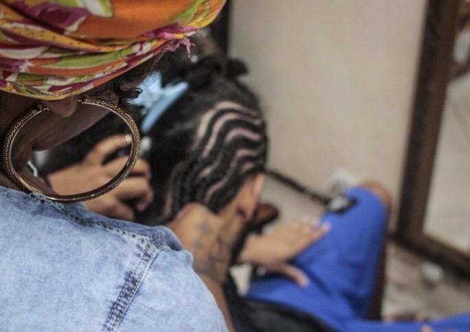 Espaço no Grajaú valoriza cultura negra nos cortes de cabelo