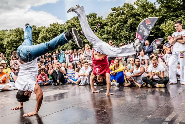 capoeiristas celebram capoeira dentro do horniman museum & gardens