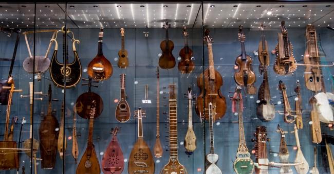vários instrumentos musicais
