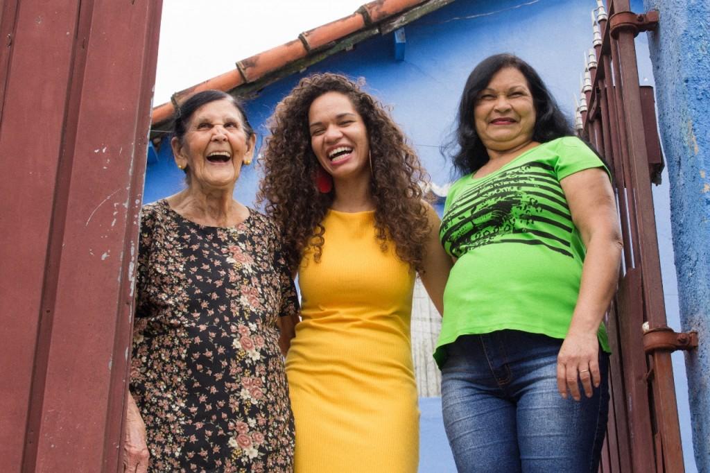 a família da jéssica com a vó Laurentina e mãe Luzia