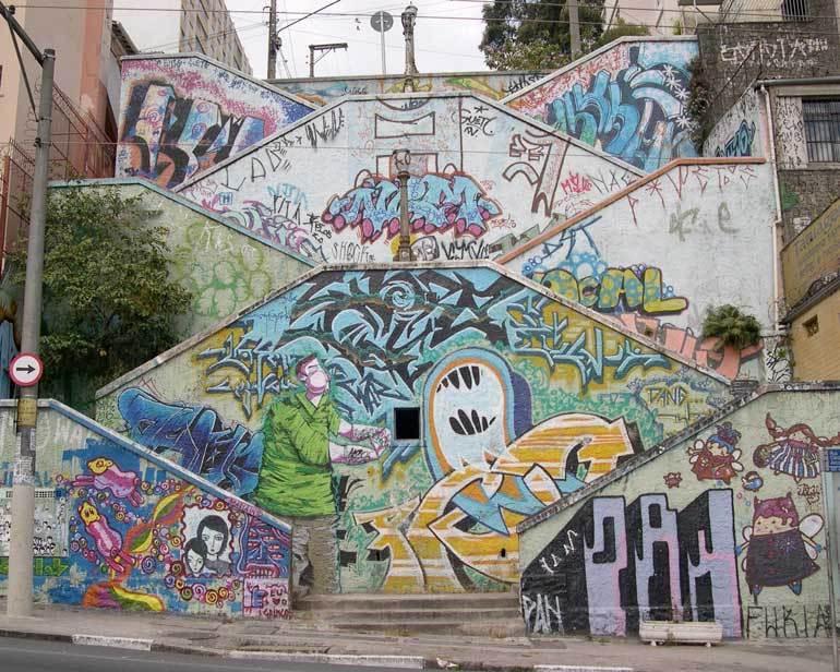 grafites na escada marielle franco