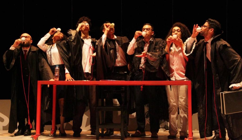 cena da peça (in)justiça