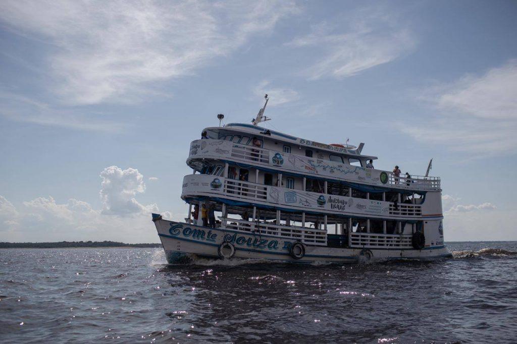 barco usado no projeto amazônia das palavras