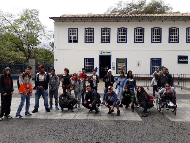 Alunos da EMEF Castro Alves visitam os equipamentos culturais de SP