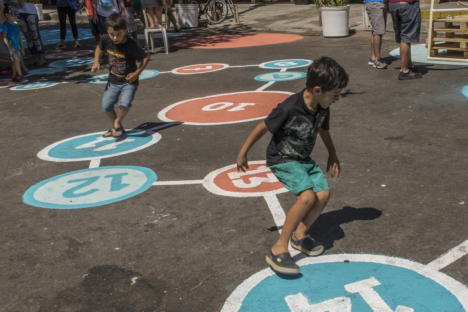 ruas abertas são parte de uma cidade para crianças