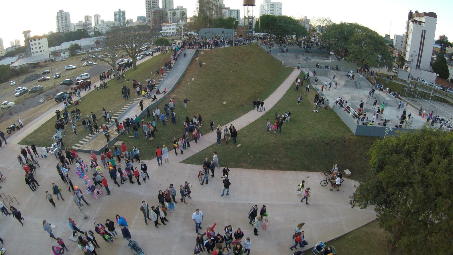 Vista do parque da Gare, com destaque para a área esportiva.