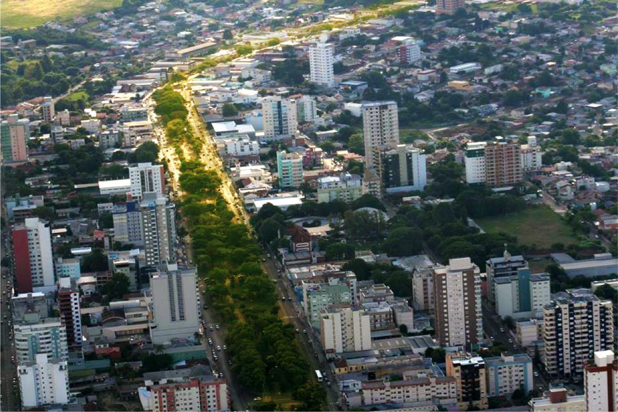Parque Linear Avenida Brasil. Estruturação de 1,5 km de parque ao longo da principal avenida da cidade com a implantação da primeira ciclovia.