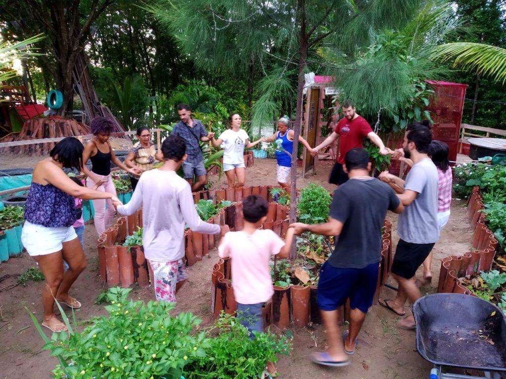 ciranda na horta comunitária criada na vila santa luzia