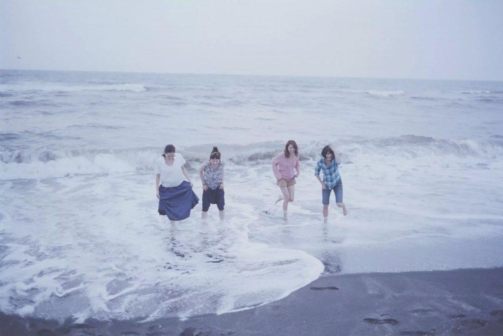 as quatro protagonistas do filme nossa irmã mais nova