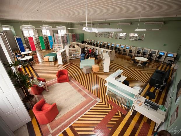 interior da biblioteca do amazonas