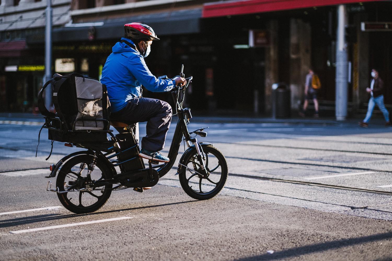 ciclista anda de bicicleta em sidney, na austrália