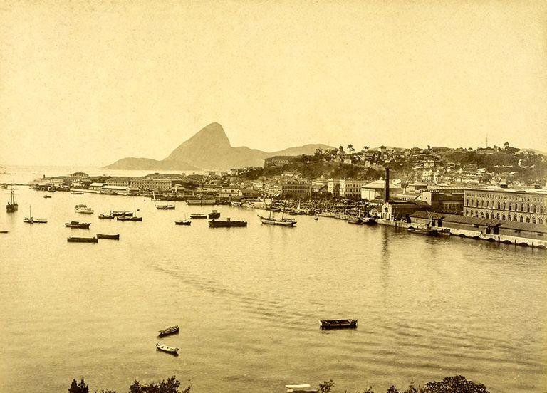 foto antiga da região portuário do rio de janeiro