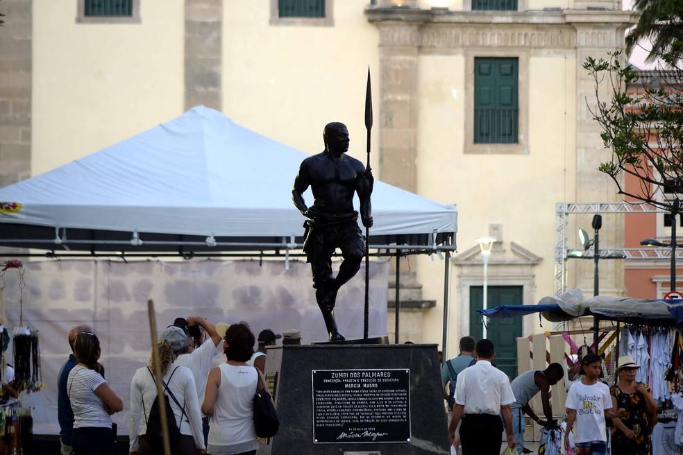 estátua de zumbi dos palmares salvador