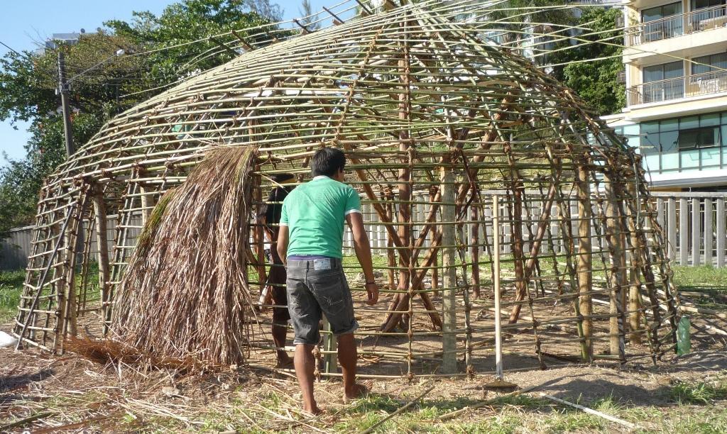 Saberes vernaculares, como construções indígenas e quilombolas, tem muito a ensinar para arquitetura de espaços e territórios educativos / Crédito: UFF