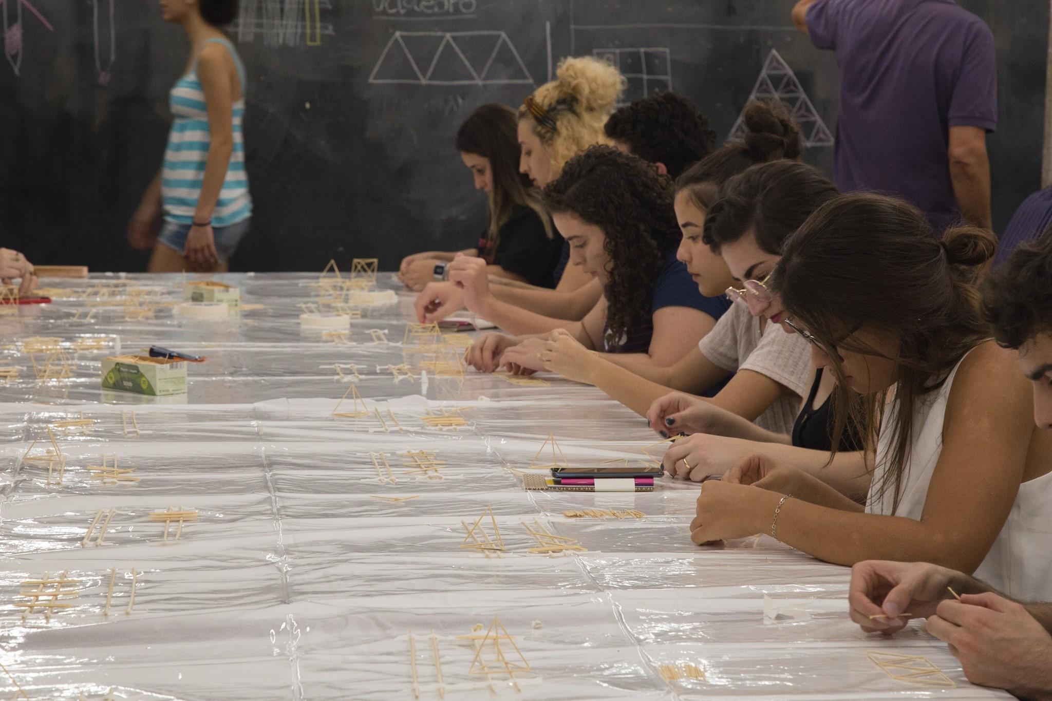 estudantes de arquitetura na escola da cidade