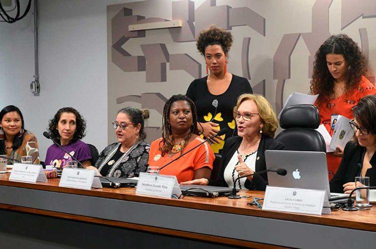 várias mulheres políticas representadas no senaado