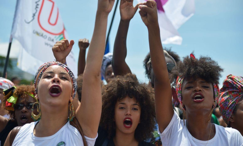 mulheres negras protestando nas ruas
