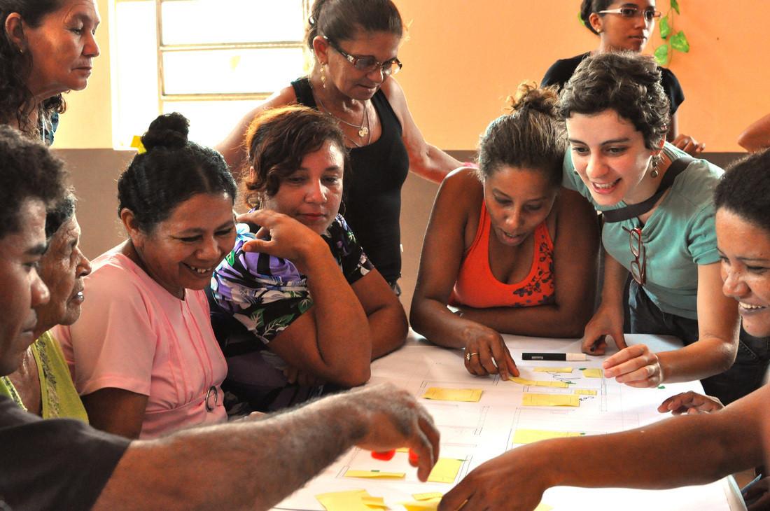 Processo de projeto junto aos moradores: estudo das unidades habitacionais. Crédito: USINA CTAH